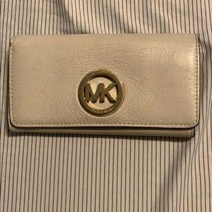 ✨ Michael Kors Cream Wallet ✨